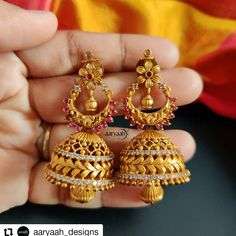 Here are the most beautiful antique Jhumka designs by three most popular jewellery brands. Gold Jhumka Earrings, Jewelry Design Earrings, Gold Earrings Designs, Buy Earrings, Gold Designs, Earrings Online, Ear Jewelry, Antique Earrings, Leaf Earrings