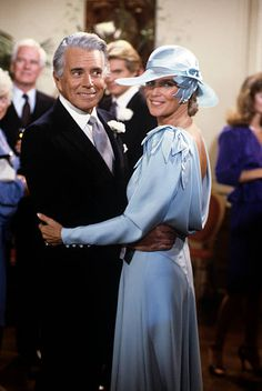 DYNASTY Dynasty Tv Show, John Forsythe, Mejores Series Tv, Linda Evans, Joan Collins, New Wife, Beautiful Blouses, 80s Fashion, Still Image