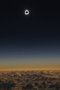 Chasing the shadow of the moon: To intercept eclipse, Alaska Airlines adjusts flight plan to delight astronomers
