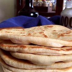 Pita Bread Greek Style - Flat Bread for Souvlaki and Gyros - CUKit! Easy Baking Recipes, Snack Recipes, Cooking Recipes, Tasty Videos, Food Videos, Pain Pizza, Pan Bread, Banana Bread Recipes, Artisan Bread