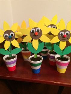 Recycled materials - Spring Crafts For Kids Mothers Day Crafts For Kids, Spring Crafts For Kids, Summer Crafts, Art For Kids, Easy Valentine Crafts, Easy Crafts, Diy And Crafts, Arts And Crafts, Craft Activities