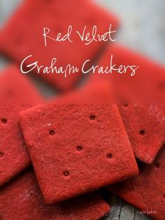 Red Velvet Graham Crackers- From I Am Baker. This Homemade Graham Crackers recipe from Smitten Kitchen. Just Desserts, Delicious Desserts, Yummy Food, Dessert Healthy, Graham Crackers, Yummy Treats, Sweet Treats, Graham Cracker Recipes, Red Velvet Recipes