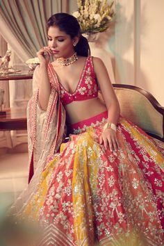 Dress Indian Style, Indian Fashion Dresses, Indian Designer Outfits, Indian Bridal Wear, Indian Wedding Outfits, Indian Outfits, Indian Clothes, Indian Lehenga, Lehenga Choli