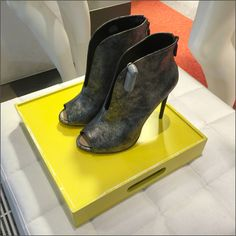 Tray vs Pedestal in Display – Fixtures Close Up Shoe Tray, Retail Merchandising, Pedestal, Trays, Chelsea Boots, Perspective, High Heels, Display, Pop