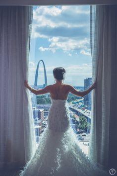 feather wedding dress, four seasons st louis, forte photography & cinema, st louis arch wedding