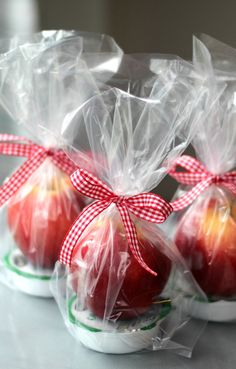 Caramel Apples, Caramel Dip, Fall Gifts, Christmas Gifts, Homemade Gifts, Diy Gifts, Fall Gift Baskets, Apple Gifts, Employee Appreciation Gifts