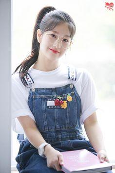 Kita m… # Fiksi penggemar # amreading # books # wattpad Fashion Tag, Daily Fashion, Girl Fashion, Beautiful Asian Girls, Beautiful Children, Pretty Girls, South Korean Girls, Korean Girl Groups, Lee Seo Yeon