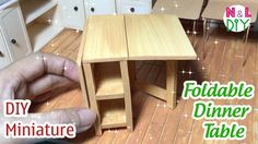 How to make Foldable Dinner Table for Dollhouse Dollhouse Miniature Tutorials, Miniature Dollhouse Furniture, Miniature Kitchen, Diy Dollhouse, Miniature Dolls, Dollhouse Miniatures, Barbie Furniture, Miniture Things, Diy Table