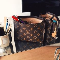 Love LV make up bag