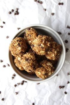 6 Ingredient No Bake Energy Balls {pumpkin & peanut butter}--- simple, delicious, and naturally vegan and gluten free!