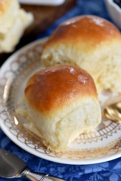 fluffy, buttery dinner rolls are impossible to resist. Homemade with just a handful of simple ingredients, the BEST Dinner Rolls can you be on your table in a jiffy. These easy dinner rolls really are the perfect addition to any meal! // Mom On Timeout Best Dinner Roll Recipe, Dinner Rolls Recipe, Dinner Recipes, Dinner Dishes, No Yeast Dinner Rolls, Fluffy Dinner Rolls, Quick Dinner Rolls, Buttermilk Recipes, Buttermilk Ranch