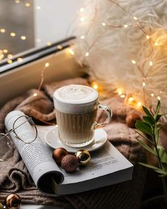 Descubre (¡y guarda!) tus propias imágenes y videos en We Heart It Coffee Photography, Dark Photography, Coffee And Books, Coffee Love, Instagram Look, Good Morning Greeting Cards, Cute Christmas Wallpaper, New Year Wallpaper, Winter Magic
