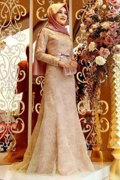 Gamze Polat Pudra Lilas Tesettür Abiye Elbise