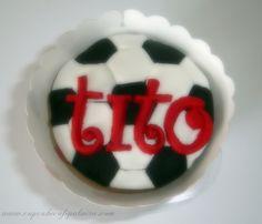 Cupcake decorado en pastillaje, Balon de futbol personalizado