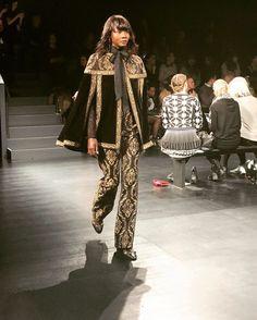 #frontrow files @tadashishoji show was beyond!!!  _____________________________________________________________  #fashioneditor  #newyorkstyle #luxury  #instagood #instafashion #photooftheday #streetstyle #fashionblogger  #ootd #style #fashion #etceteramodus #marydyann #girlboss #fashionstylist  #luxuryfashion  #instastyle #fashionista  #instadaily  #fashiongram  #instalike #melanin #wiw #styleiswhat  #latergram #nyfw #fw17