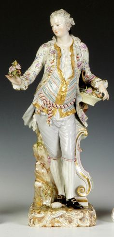 Fine Meissen figurine of a gentleman. Fine Porcelain, Porcelain Ceramics, Indian Dolls, Royal Doulton, Dresden, Oeuvre D'art, Gentleman, Antiques, Clothes