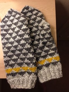Votter ide fra Maria Carlander. Knitted to my doughter.