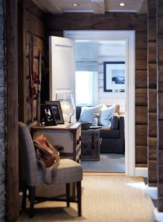 Love this mountain cottage hallway! Chalet Design, Cabin Design, House Design, Cabin Homes, Log Homes, Cottage Hallway, Home Interior, Interior Design, Modern Log Cabins