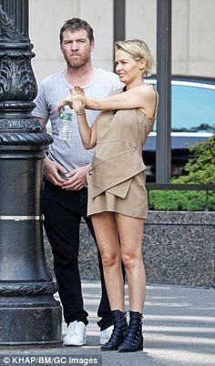 Lara Bingle looks smitten walking hand-in-hand with Sam Worthington Lara Worthington, Capsule Outfits, Alexa Chung, Hair Inspo, Jeans Style, Well Dressed, New Look, Work Wear, Cool Style