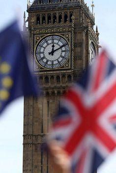 Les résultats sont tombés : le Royaume-Uni a voté pour le Brexit, jeudi 23 juin. Les stars britanniques étaient nombreuses à s'engager pendant la campagne, notamment contre la sortie de l'Union Européenne, voici les premières réactions sur les réseaux sociaux.