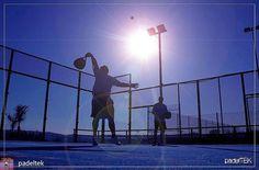Que hay más agradable que jugar al padel en un dia soleado... Foto de @padeltek  #worldpadeltour #instapadel #padel #padeladdict