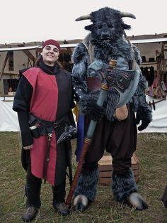 Minotaur and a sister in the Brotherhood of Steel (la Hermandad del Acero)