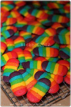 Rainbow Cat's Tongue cookies. Recipe in Bahasa Indonesia.