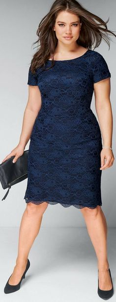 how to look thinner article (Navy lace dress)
