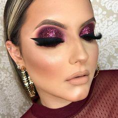 Mauve makeup , eyeliner and eyelashes Mauve Makeup, Purple Eye Makeup, Eyeshadow Makeup, Glam Makeup Look, Gorgeous Makeup, Makeup Looks, Makeup Geek, Makeup Tips, Hair Makeup