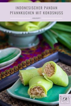 Pinterest Bild von Dadar Gulung, ein indonesischer Pandan Pfannkuchen mit süßer Kokosnuss Füllung Cooking, Recipes, Caramelized Bananas, Coconut, Palm Sugar, Exotic Food, International Recipes, Healthy Lunches, Singapore