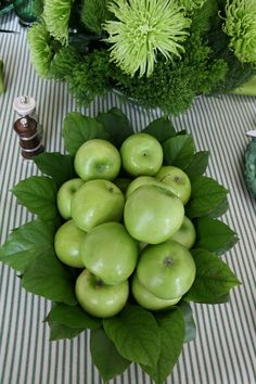 Green Granny Smith apples are constants in my quick and easy table decoration cupboard.