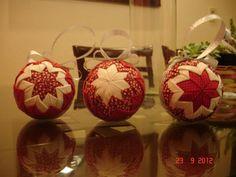 Bola de Natal Patchwork Origami com diâmetro 75cm Coleção: Vermelho Místico, Floral, Poá e Falso branco...