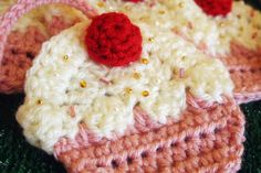 How to…Crochet Your Own Cupcake Garland (DIY Tutorial by Twinkie Chan) + Giveaway! · Rock n Roll Bride
