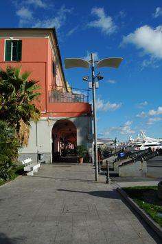 Imperia, I portici del porto di Oneglia