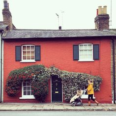 The most beautiful houses in London! This pretty house in Twickenham is just one of the many colorful homes in the city.