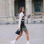 Arriving at @louisvuitton show, wearing #LV by @nicolasghesquiere ✨ #pfw ----------Chegando no desfile de @louisvuitton usando look total LV! (Será que vou usar muito essa bota Branca?! 😍) #fhitsparis @fhits