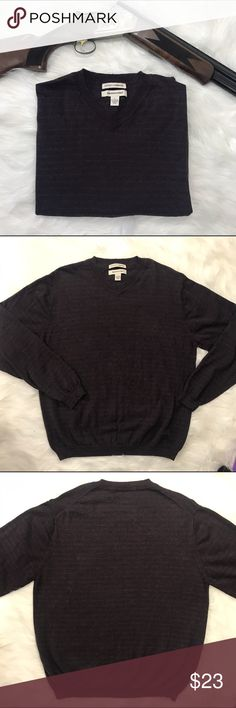 Cotton Cashmere blend V-neck sweater. Size L Large This medium weight sweater is in excellent very lightly used condition. Cotton Cashmere blend. Dark gray with slightly lighter stripes. Size Large. Pronto-Uomo Sweaters V-Neck
