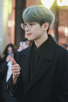 Woozi, Jeonghan, Won Woo, Seventeen Wonwoo, Cute Glasses, Seventeen Wallpapers, Adore U, Pledis 17, Kpop