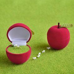【苔もす】りんごの指輪入れ・食べる白羊