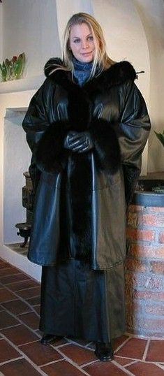 fur and leather Long Leather Coat, Leather Gloves, Leather Jackets, Fall Fashion Outfits, Autumn Fashion, Women's Fashion, Rubber Dress, Leder Outfits, Sheepskin Coat
