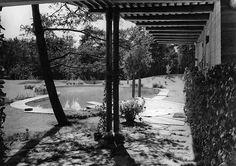 Villa Mairea | 1938-39 | Noormarkku, Finland | Alvar Aalto | photo by Gustaf Welin Garden Villa, Alvar Aalto, Modernism, Helsinki, Graphite, Finland, Modern Architecture, Swimming Pools, Mid Century