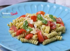 Pasta fredda Pesto Pomodorini e Provola, ricetta insalata di pasta estiva, veloce e leggera. Un piatto fresco da tenere pronto