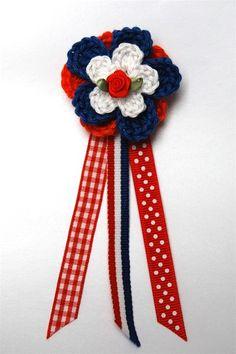 Haakpakket broche holland | Echtstudio Kings Day, Crochet Accessories, Red White Blue, Crochet Flowers, Holland, 4th Of July Wreath, Embroidery, Knitting, Diy