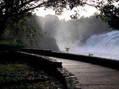 Ciudad Bolívar, Parque La Llovizna. caminerías y salto. Venezuela