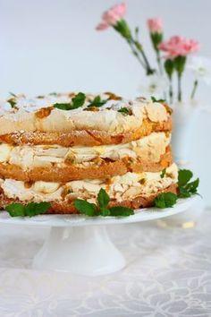 Tässä yksi todella herkullinen ja helppotekoinen idea tulevaan juhlakauteen. Voi kuinka ihana Britakakku tämä onkaan! Mangon ja passionhedelmän yhdistelmä on mahtava, ja se maistuu vieläkin paremmalta tässä Britakakussa. Voisin sanoa, että tämä on ehdottomasti parasta Britakakkua mitä olen koskaan syönyt. Ja taitaa olla samalla myös yksi parhaimmista leivonnaisista Tein elämäni ensimmäisen Britakakun viime vuonna. … Delicious Desserts, Dessert Recipes, Yummy Food, Just Eat It, Crazy Cakes, Yummy Cakes, Salmon Burgers, Sweet Treats, Mango