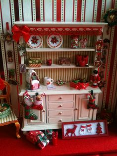 A Christmas Display scale) made by me - december 2013 Christmas Barbie, Christmas Room, Christmas Minis, Christmas Crafts, Christmas Decorations, Barbie Furniture, Dollhouse Furniture, Christmas Cookies Gift, Christmas Shadow Boxes