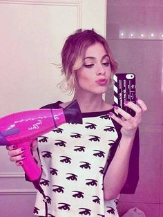 Black and white pullover make up mirror selfie Violetta And Leon, Violetta Disney, Netflix Kids, Anna Rose, Celebrity Singers, Disney Channel Shows, Disney Stars, Sofia Carson, Her Music