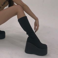 How To Shop For The Perfect Pair Of Shoes – Multi Shopping Fashion Dr Shoes, Sock Shoes, Me Too Shoes, Shoes Heels, Pretty Shoes, Cute Shoes, Fashion Shoes, Fashion Outfits, Aesthetic Shoes