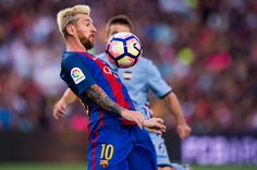Lionel Messi of FC Barcelona controls the ball during the Joan Gamper trophy match between FC Barcelona and UC Sampdoria at Camp Nou on August 10, 2016 in Barcelona, Catalonia.