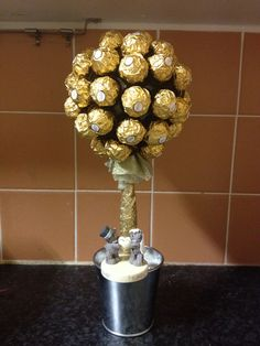 Hate the base, but the idea is good Golden wedding anniversary sweet tree x x